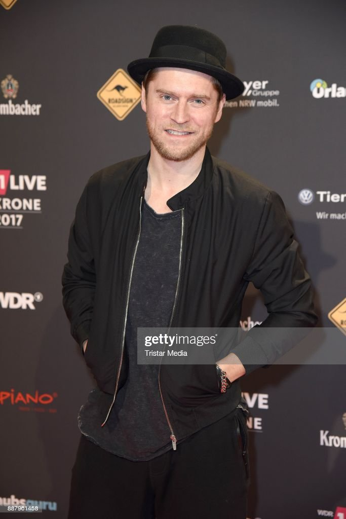 Johannes Oerding attends the 1Live Krone radio award at Jahrhunderthalle on December 7, 2017 in Bochum, Germany.