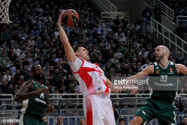 Johannes Voigtmann #7 of Baskonia Vitoria Gasteiz competes with Nick Calathes #33 of Panathinaikos Superfoods Athens during the 2017/2018 Turkish...