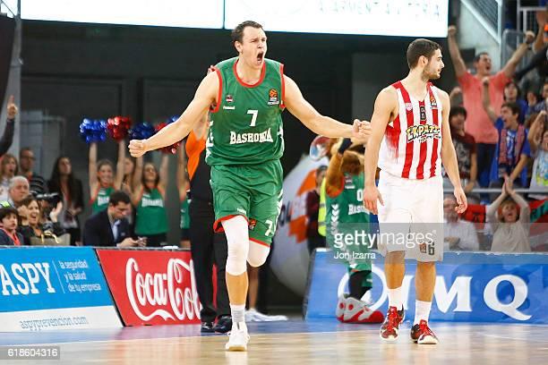 Johannes Voigtmann #7 of Baskonia Vitoria Gasteiz in action during the 2016/2017 Turkish Airlines EuroLeague Regular Season Round 4 game between...
