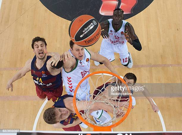 Johannes Voigtmann #7 of Baskonia Vitoria Gasteiz in action during the 2016/2017 Turkish Airlines EuroLeague Regular Season Round 20 game between FC...