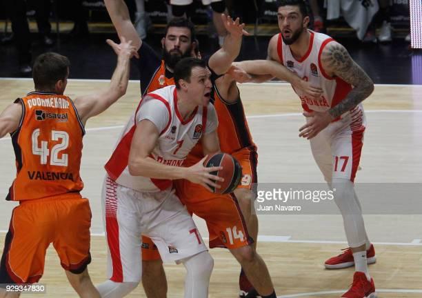 Johannes Voigtmann #7 of Baskonia Vitoria Gasteiz in action during the 2017/2018 Turkish Airlines EuroLeague Regular Season Round 25 game between...