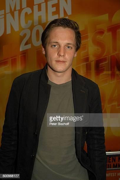 Johannes Zirner ZDF Film Die Kirschenkönigin Filmfest München 2004 München Rose Blume Schauspieler Promi Promis Prominente PNr 709/2004 MP Foto...