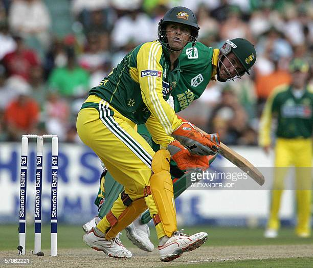 Australian Wicketkeeper Adam Gilchrist and South African opening batsman Graeme Smith wait tfor the ball during the 5th OneDay International cricket...