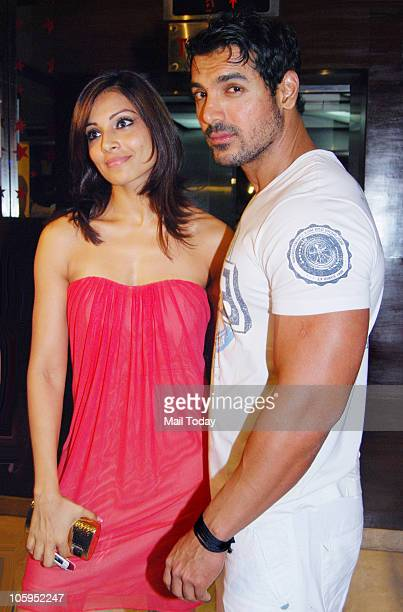 John Abraham and Bipasha Basu at the premiere of the film 'Jhootha Hee Sahee' in Mumbai on October 21 2010