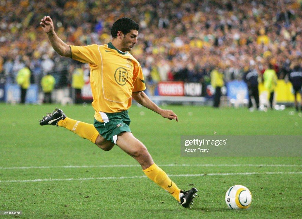 FIFA 2006 World Cup Playoff - Australia v Uruguay : News Photo