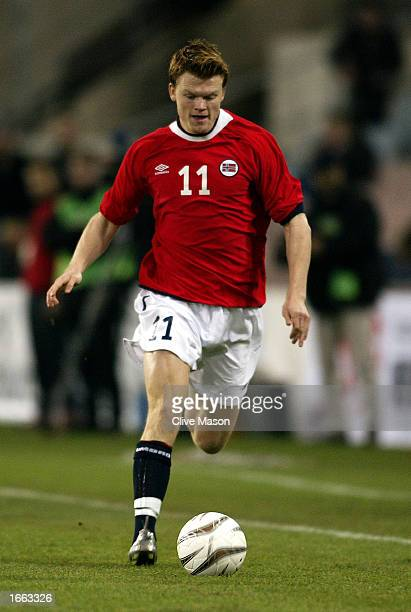 John Arne Riise of Norway runs with the ball during the International Friendly match between Austria and Norway held on November 20, 2002 at the...