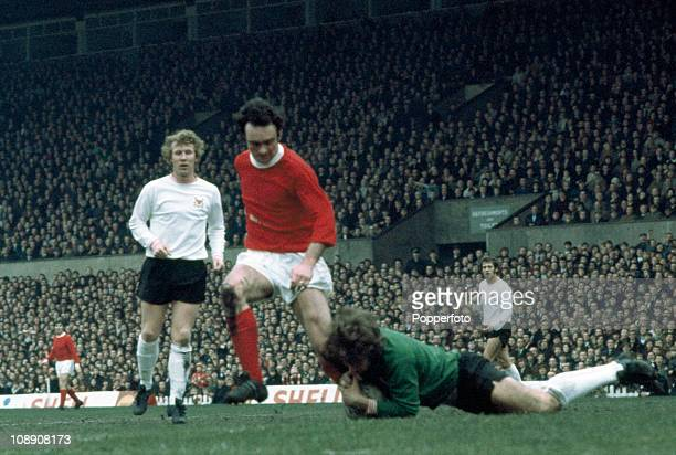 John Aston of Manchester United is beaten to the ball by Nottingham Forest goalkeeper Jim Barron with Nottingham Forest defender Sammy Chapman...