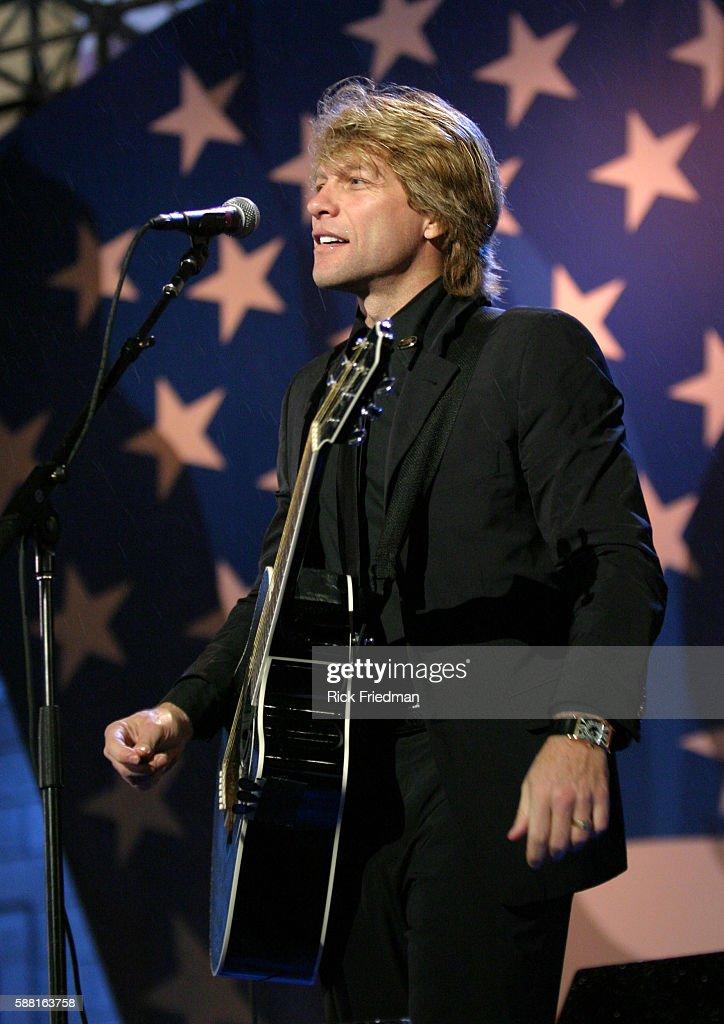 Jon Bon Jovi Performs on Election Night in Boston : News Photo