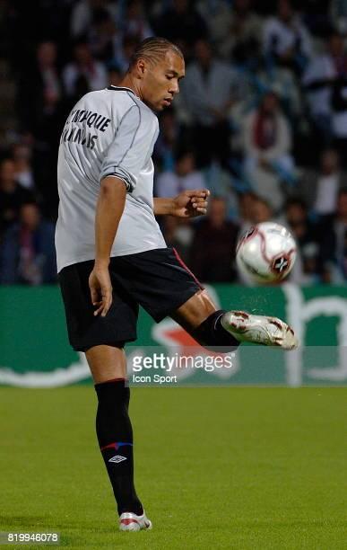 John CAREW a l echauffement - Lyon / Olympiakos - - 1er Tour Champions League 2005 / 2006 -