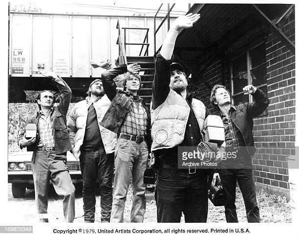 John Cazale, Chuck Aspegren, Christopher Walken Robert De Niro, John Savage looking up into the sky in a scene from the film 'The Deer Hunter', 1978.