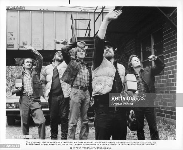 John Cazales, Chuck Aspegren, Christopher Walken, Robert De Niro and John Savage check the skies for good hunting weather in a scene from the film...