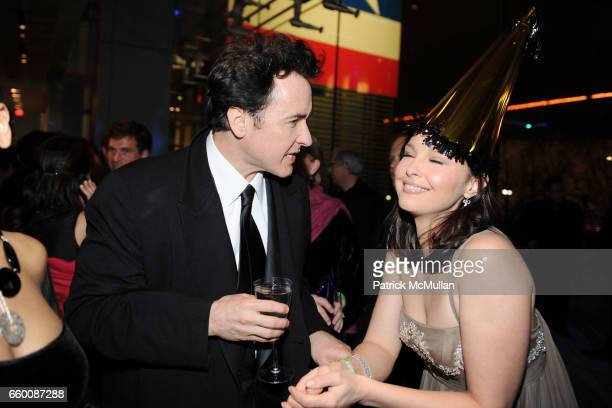 John Cusack and Ashley Judd attend THE HUFFINGTON POST PreInaugural Ball at The Newseum on January 19 2009 in Washington DC