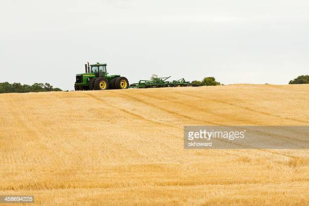john deere 9400 tractor - john deere stock pictures, royalty-free photos & images