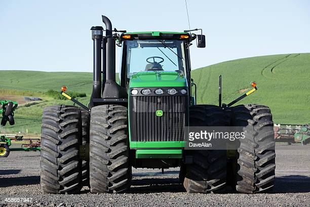 john deere 9530 tractor - john deere tractor stock photos and pictures