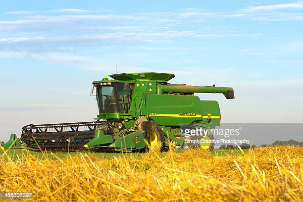 john deere combine - john deere stock pictures, royalty-free photos & images