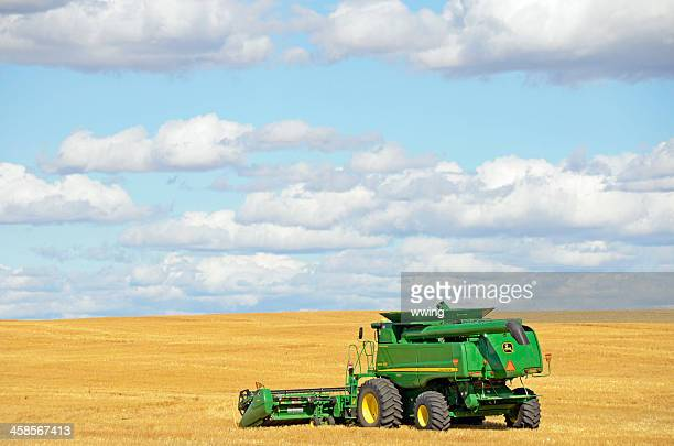 john deere combine  ... side view - john deere stock pictures, royalty-free photos & images