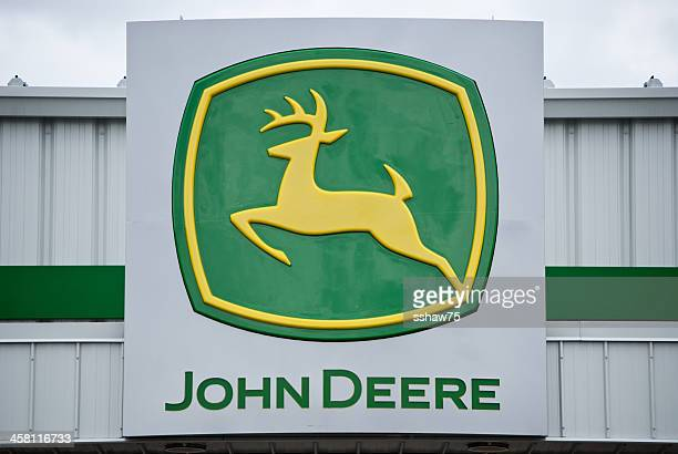 john deere logo sign on a retail storefront - john deere stock pictures, royalty-free photos & images