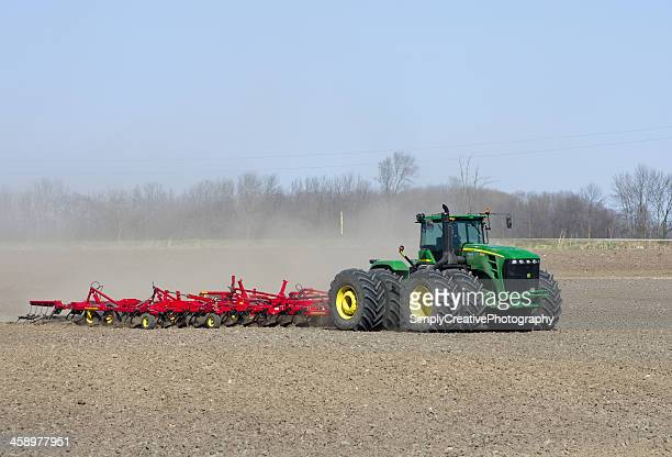 john deere tractor in field - john deere stock pictures, royalty-free photos & images