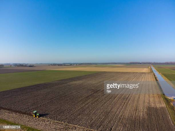 """john deere tractor plowing a field to prepare the ground for sowing - """"sjoerd van der wal"""" or """"sjo"""" stock pictures, royalty-free photos & images"""
