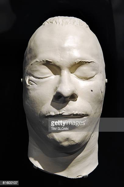 John Dillinger's death mask on loan from the FBI is part of the Newseum's first changing exhibition GMen and Journalists is viewed on June 17 2008 in...