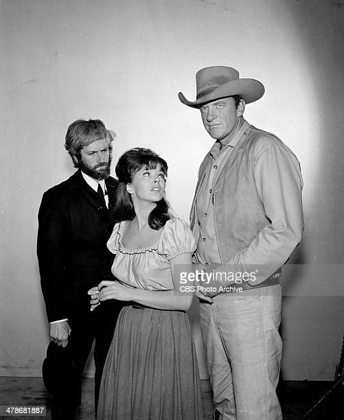 John Drew Barrymore as Anderson Anne Helm as Helena Dales and James Arness as Matt Dillon on the GUNSMOKE episode Killer on Ice Image dated November...
