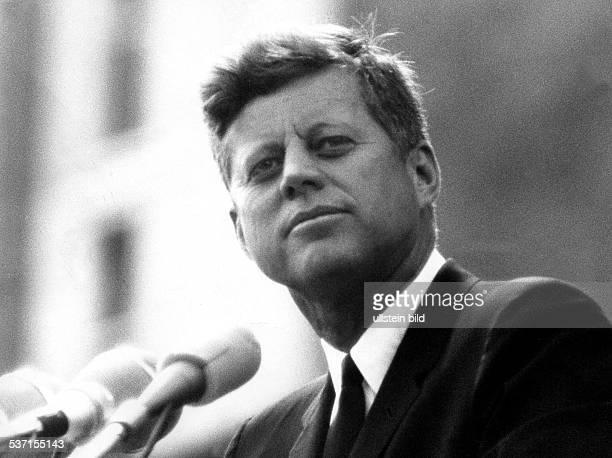 John F KennedyJohn F Kennedy Politiker Demokraten USA 35 USPräsident 19611963 Porträt während seines Besuches in Berlin bei seiner Rede vor dem...