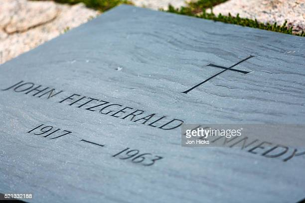 john f kennedy's grave in arlington national cemetery. - john f kennedy burial site stock pictures, royalty-free photos & images