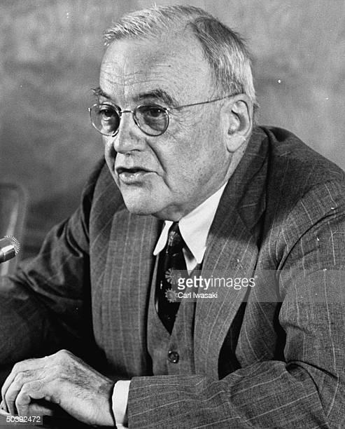 John Foster Dulles .