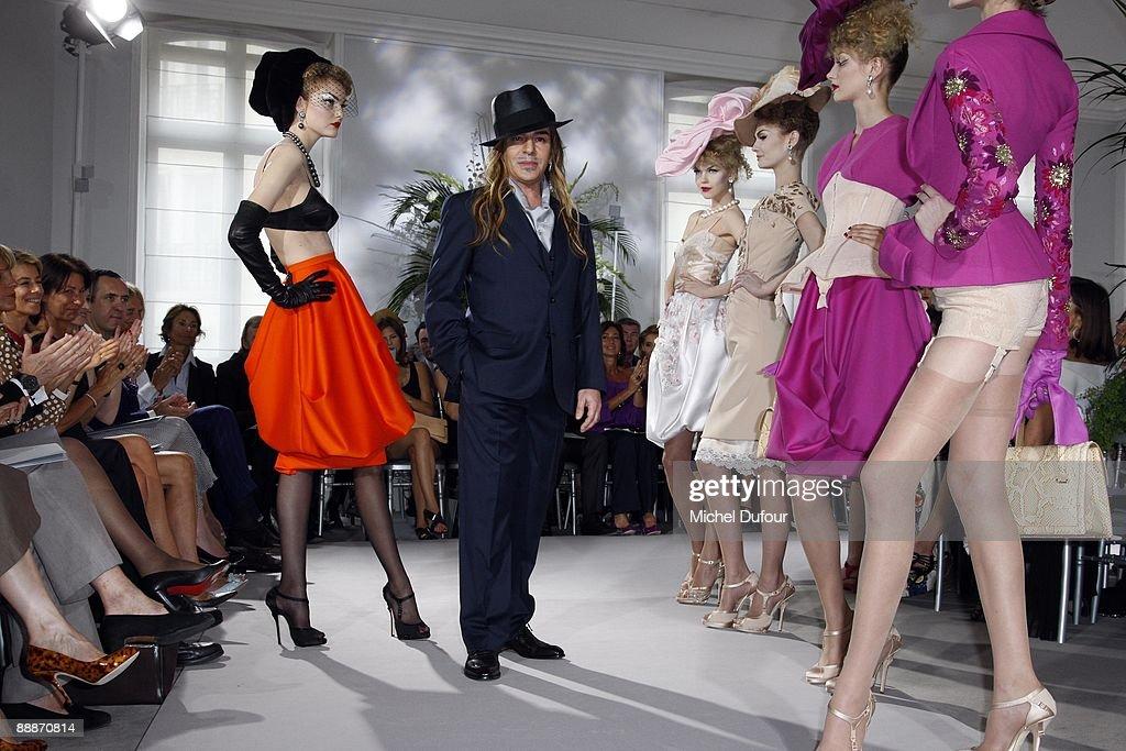 Christian Dior: Paris Fashion Week Haute Couture A/W 2009/10 - Arrivals : News Photo