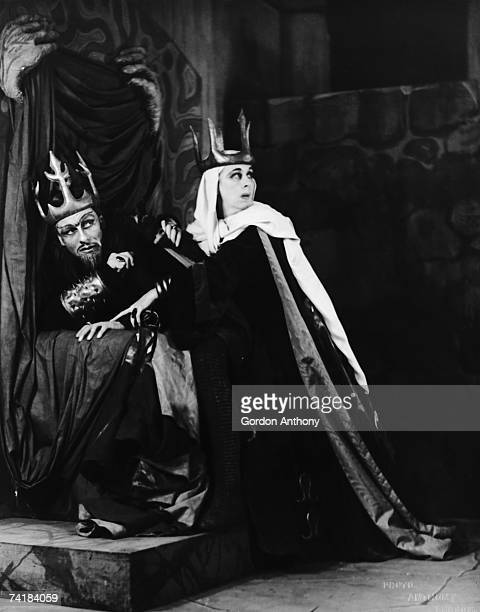 John Gielgud as Macbeth and Gwen FfrangconDavies as Lady Macbeth in a production of 'Macbeth' at the Piccadilly Theatre London 1942