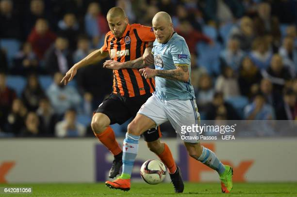 John Guidetti of Celta de Vigo competes for the ball with Yaroslav Rakitskiy of Shakhtar Donetsk during the UEFA Europa League Round of 32 first leg...