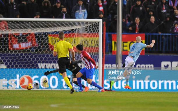 John Guidetti of Celta de Vigo scores his team's 2nd goal during the La Liga match between Club Atletico de Madrid and RC Celta de Vigo at Vicente...