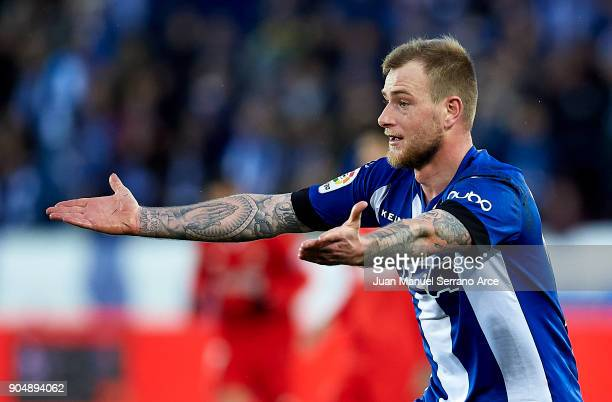 John Guidetti of Deportivo Alaves reacts during the La Liga match between Deportivo Alaves and Sevilla FC at Mendizorroza stadium on January 14 2018...