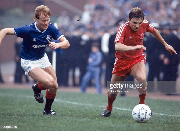 John Hewitt of Aberdeen moves away from Dave MacKinnon of Rangers during the Rangers v Aberdeen Scottish Premier Division match played at Ibrox on...