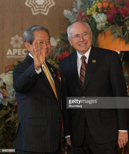 John Howard Australia's prime minister greets Surayud Chulanont Thailand's prime minister ahead of official group dialogue sessions on day seven of...
