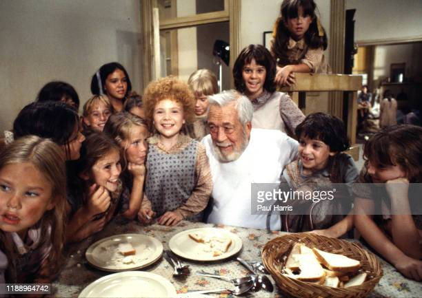 John Huston director with Aileen Quinn who played Annie and other child members of the cast of Annie a film released 1982 was an American musical...