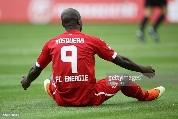 John Jairo Mosquera, Einzelbild, Aktion, am Boden sitzend, Ruecken Rücken , FC Energie Cottbus, Testspiel, zweite Bundesliga, Sport, Fußball...