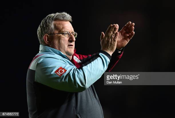 John Kingston Harlequins Director of Rugby applauds the supporters following his side's victory during the Aviva Premiership match between Harlequins...