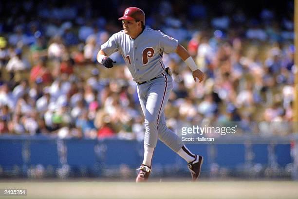 1989 John Kruk of the Philadelphia Phillies runs to the base during a game in the 1989 season