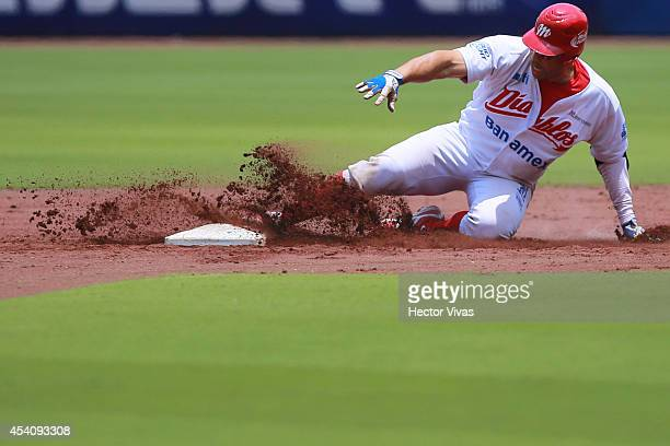 John Lindsey of Diablos Rojos steals second base during a playoffs match between Vaqueros Laguna and Diablos Rojos as part of the Mexican Baseball...