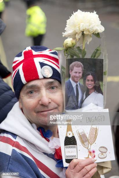 John Loughrey known as 'Diana superfan' holds a flower bouquet and a wellwishing card as Prince Harry and his fiance Meghan Markle arrive to Pop...