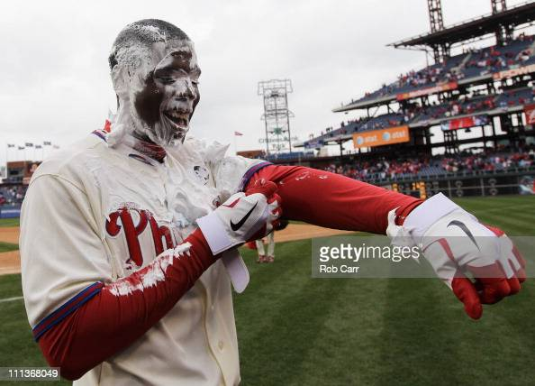 John Mayberry Jr. #14 of the Philadelphia Phillies smiles after... Photo d'actualité - Getty Images