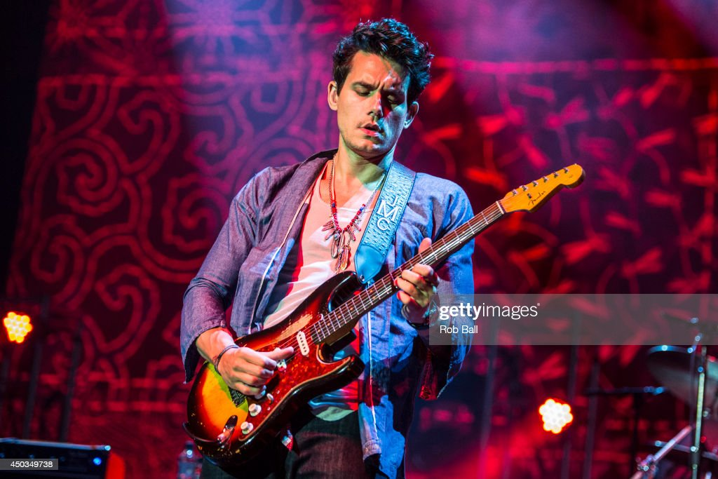 John Mayer Performs At O2 Arena In London : News Photo