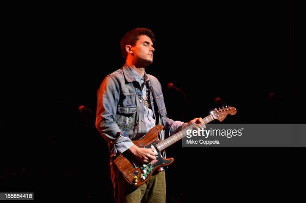 John Mayer performs onstage the 6th Annual Stand Up For Heroes at the Beacon Theatre on November 8, 2012 in New York City.