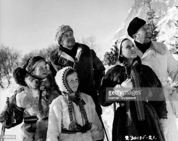 John McCallum Nadia Gray Peter Blitz Sarah Crawford and Jack Warner watch an avalanche descend into the Lost Valley in a scene from Terence Young's...