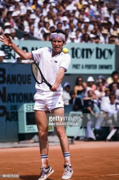 John McEnroe au tournoi de tennis de RolandGarros le 4 juin 1985 à Paris France