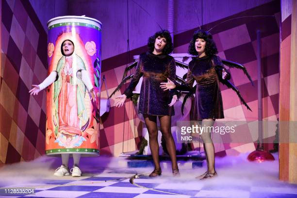 LIVE 'John Mulaney' Episode 1760 Pictured Kate McKinnon Cecily Strong and Melissa Villaseñor during the 'Bodega Bathroom' sketch on Saturday March 2...