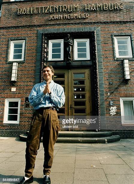 John Neumeier Ballet Dancer Choreographer USA standing in front of Ballettzentrum Hamburg May 1996