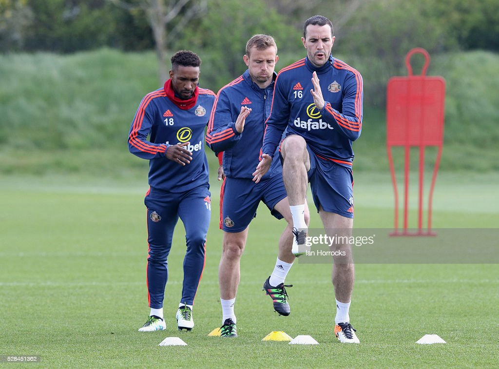 John O.Shea leads the way with Lee Cattermole and Jermain Defoe following during a Sunderland training session at The Academy of Light on May 5, 2016 in Sunderland, England.