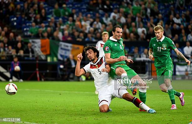 John O'Shea of the Republic of Ireland shoots past Mats Hummels of Germany to score an injury time goal to level the scores at 11 during the EURO...
